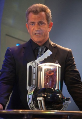 Mel Gibson planning to bow up the world and keeping a disembodied heart alive in a portable chamber? Try harder!